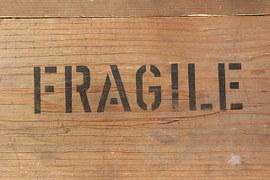 fragile-354606__180